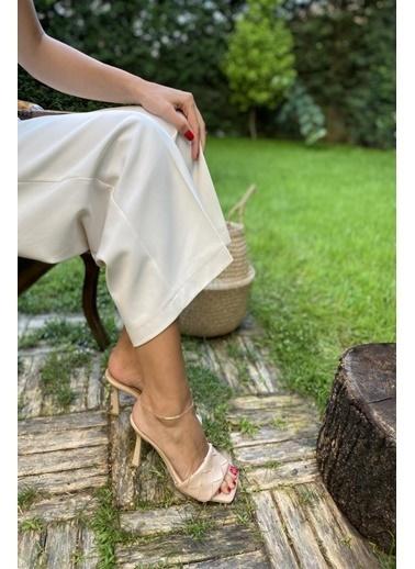 İnan Ayakkabı Bayan Zarıf Kavıslı Ince Uzun Topuklu Ön Örgü T.Ayakkabı Bej